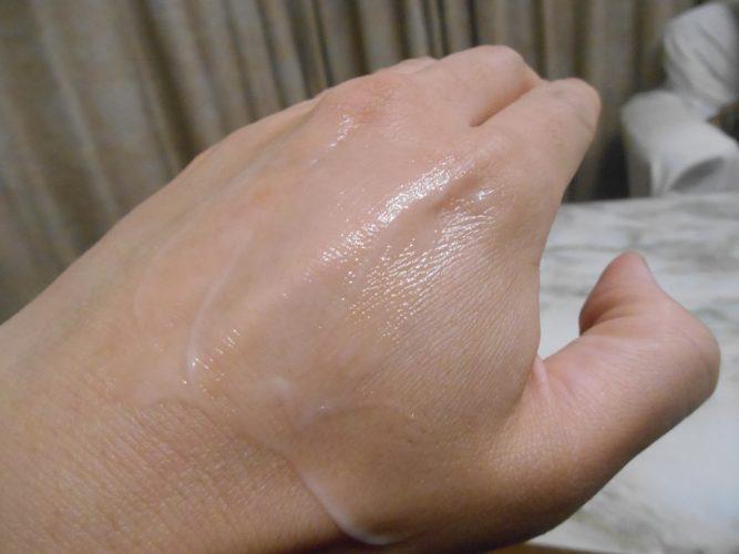 アンフィネスダーマパンプミルクのばした画像