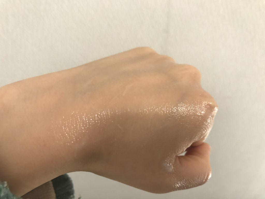 ノエビアエクストラ薬用クレンジングマッサージクリームのばしたり、少しなじませた状態の画像
