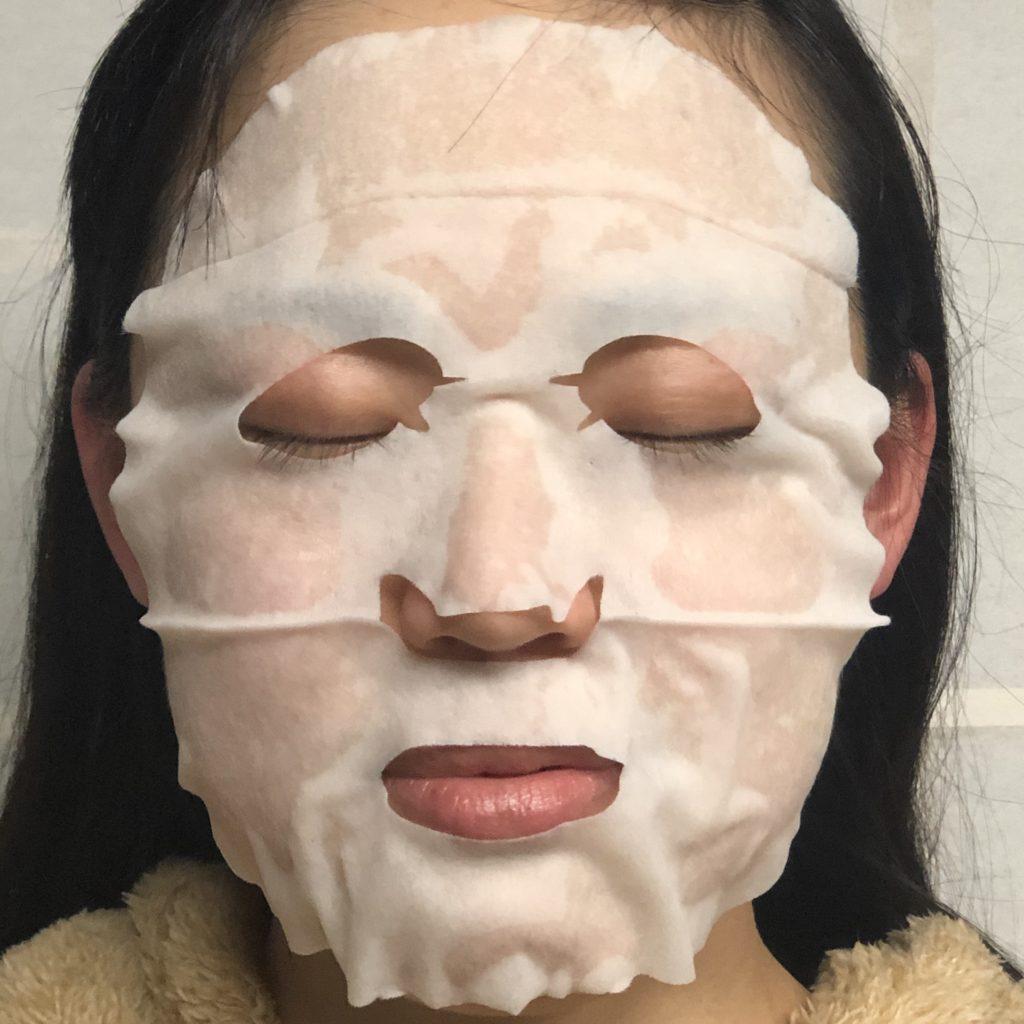 ドクターシーラボ・VエッセンスローションEXフェイスマスクを着けた時の画像