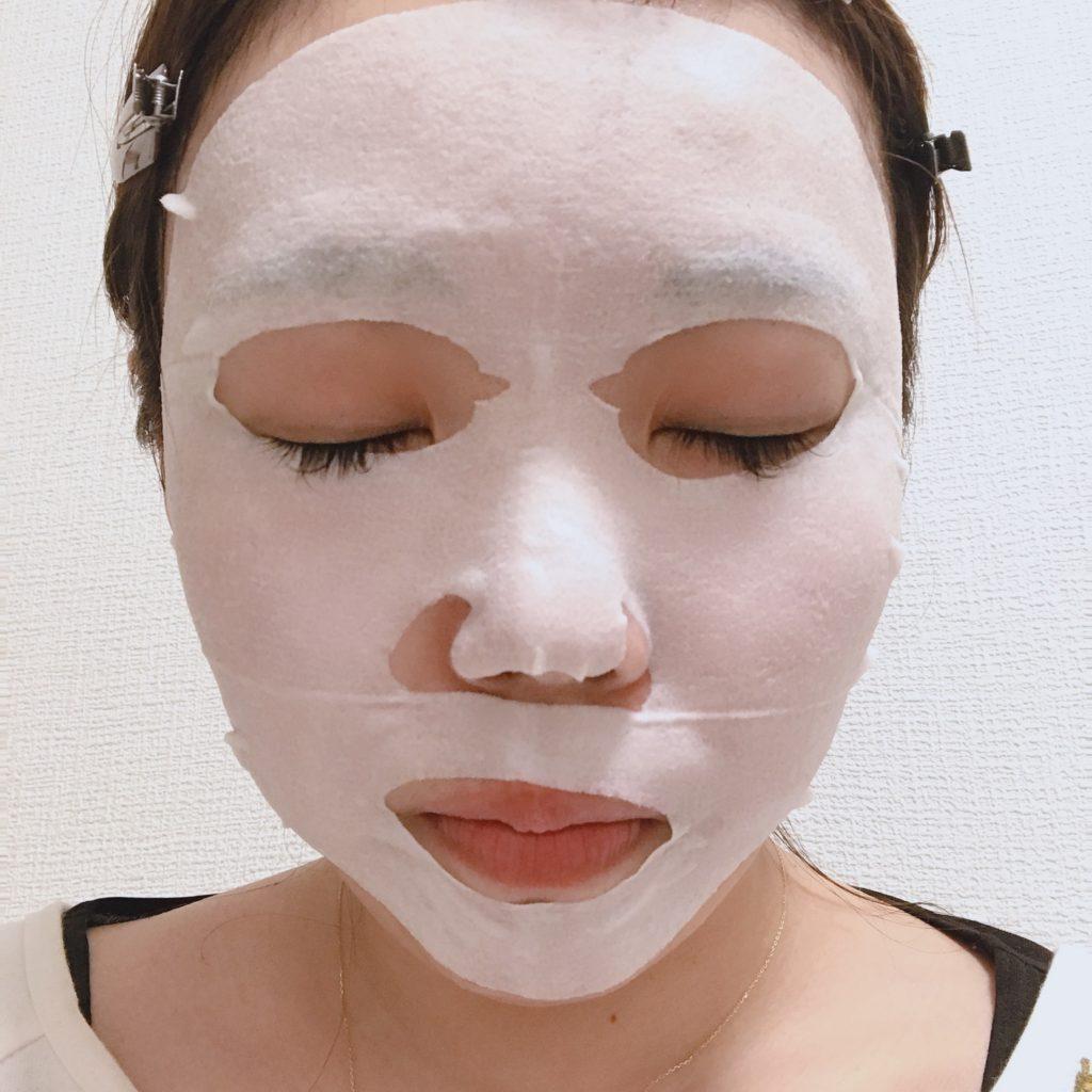 プリムラテマスクを顔に付けた写真