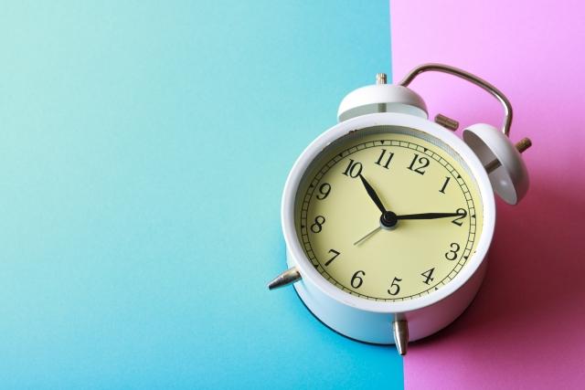ピンクの目覚まし時計