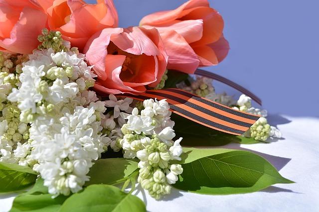 花とヘアバンド