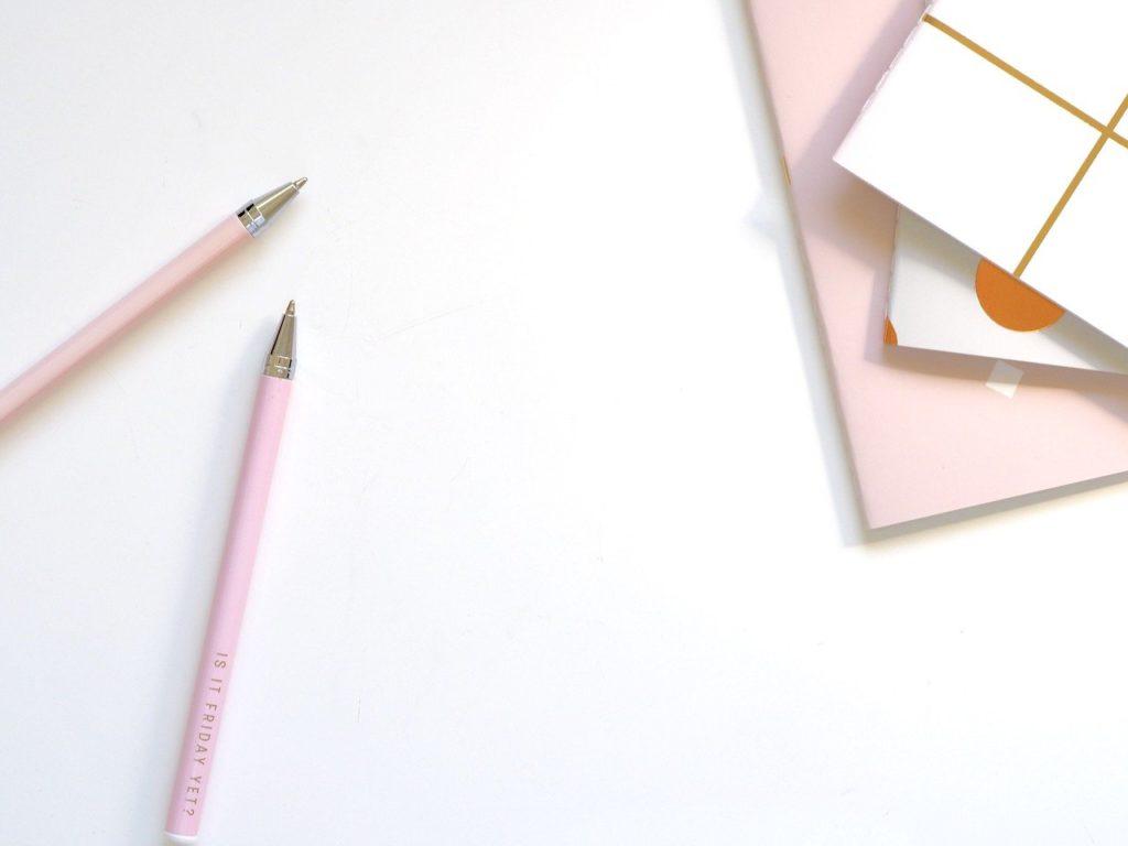 可愛いメモ帳とボールペン