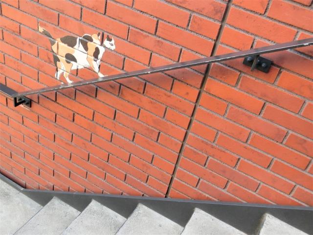 壁に猫の絵