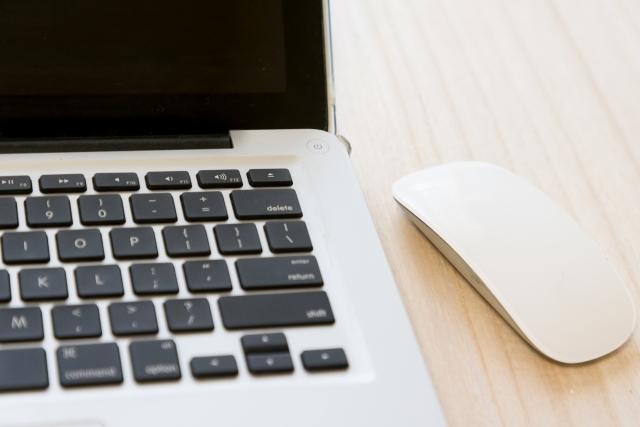 ノートパソコンとマウス