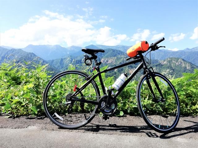 山とクロスバイク