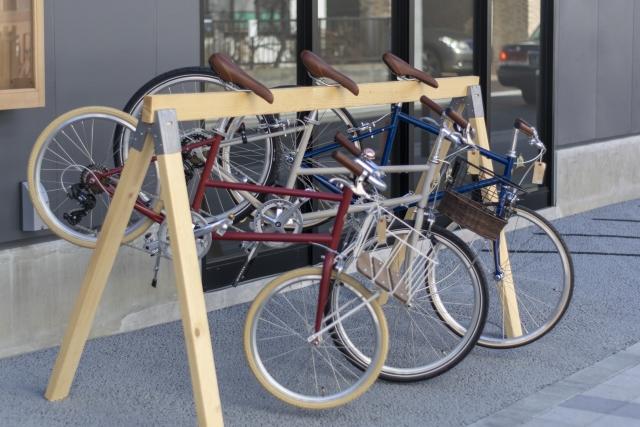 立て掛けた自転車
